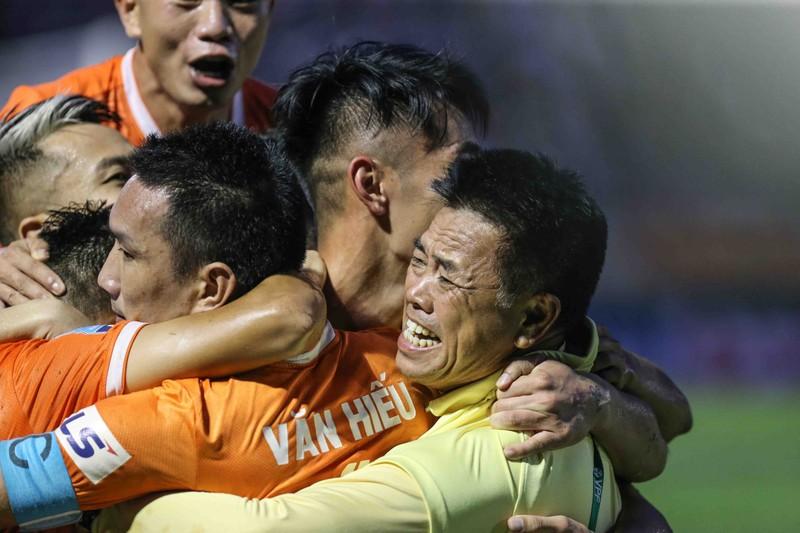Sau 12 năm nhọc nhằn, Bình Định đã thăng hạng  - ảnh 15