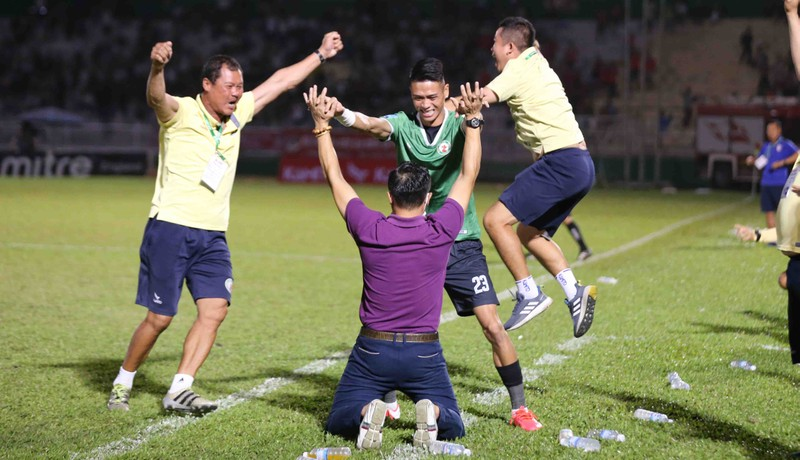 Sau 12 năm nhọc nhằn, Bình Định đã thăng hạng  - ảnh 17