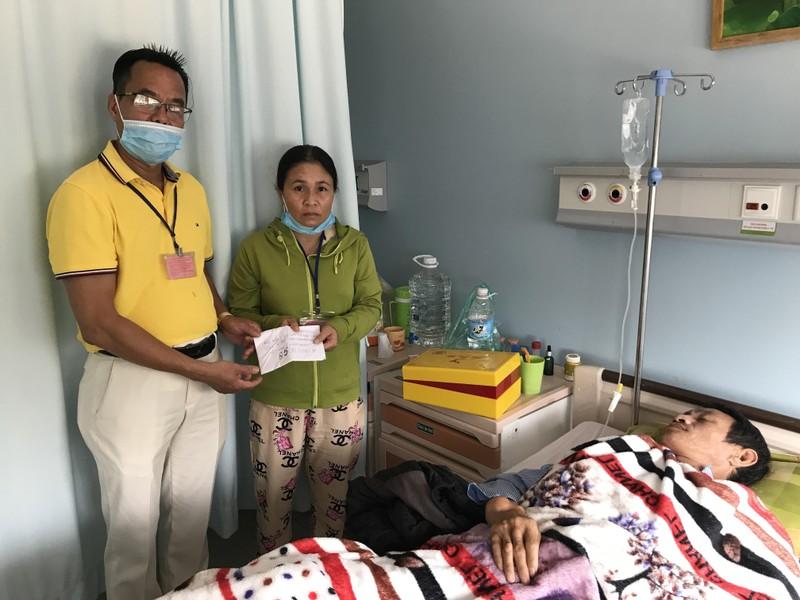 Tấm lòng vàng với sao trẻ HA Gia Lai và bệnh nhân nghèo - ảnh 2