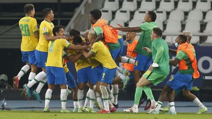 Brazil ngược dòng ăn may nhờ trọng tài ở trận cầu 100 phút - ảnh 3