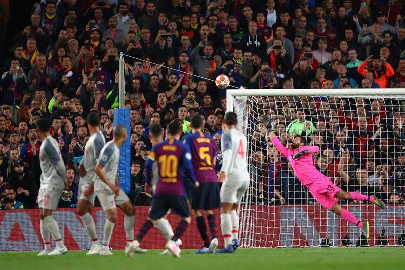 Trung vệ Pique: 'Messi sẽ ký hợp đồng mới với Barca' - ảnh 1