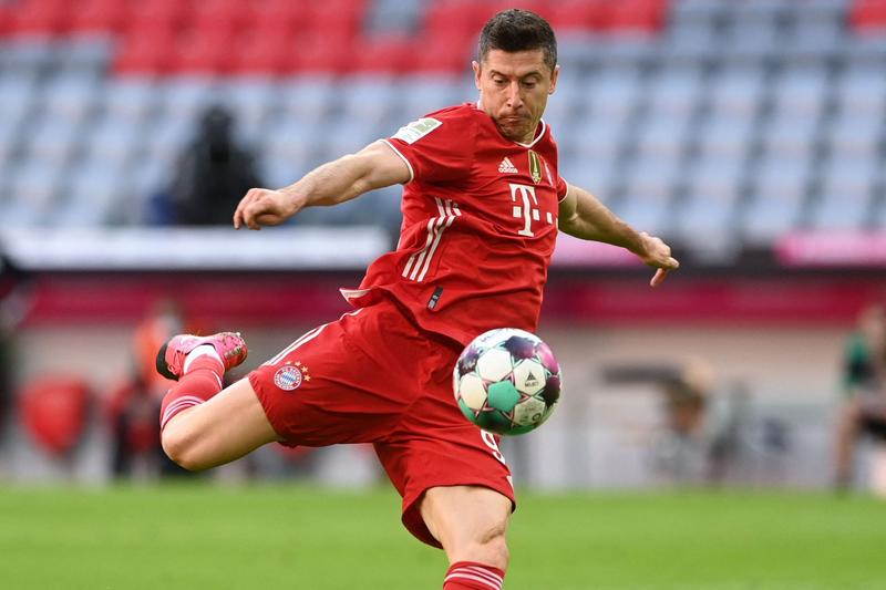 Lewandowski giành giày vàng, chốt tương lai khiến các đại gia châu Âu xanh mặt - ảnh 2