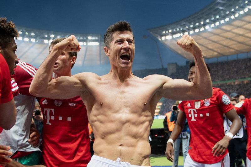 Lewandowski giành giày vàng, chốt tương lai khiến các đại gia châu Âu xanh mặt - ảnh 3