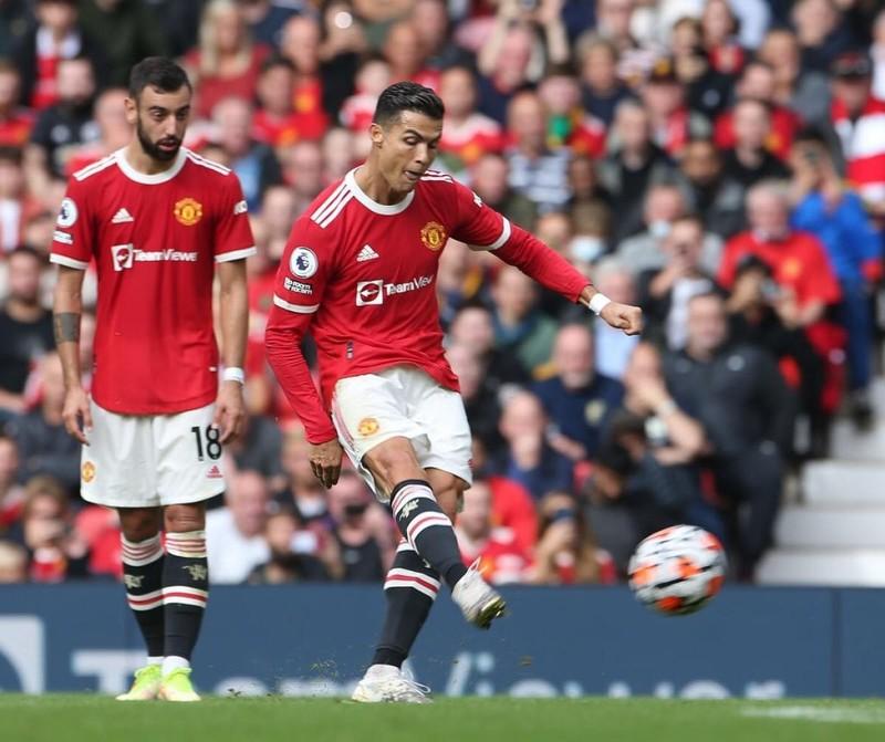 Thủ môn Aston Villa khiêu khích Ronaldo đá phạt đền - ảnh 3
