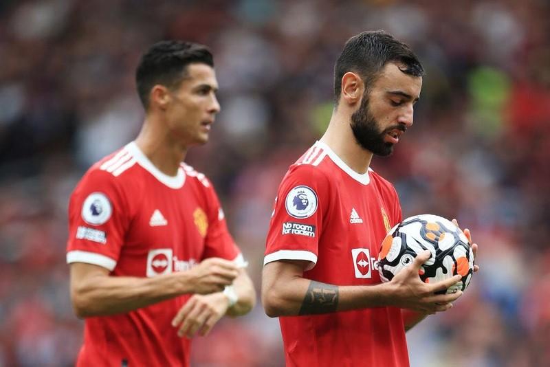 Ronaldo tung 'cú đấm' bảo vệ đàn em Bruno  - ảnh 2