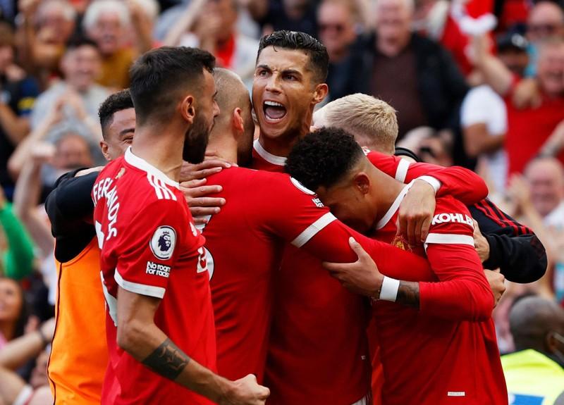 Sốc: Man United ký hợp đồng với Ronaldo trong sân vườn  - ảnh 3