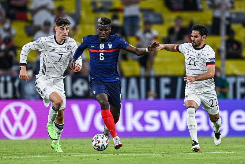 Kỳ quặc 2 bộ mặt của Pogba ở tuyển Pháp và Man United  - ảnh 2