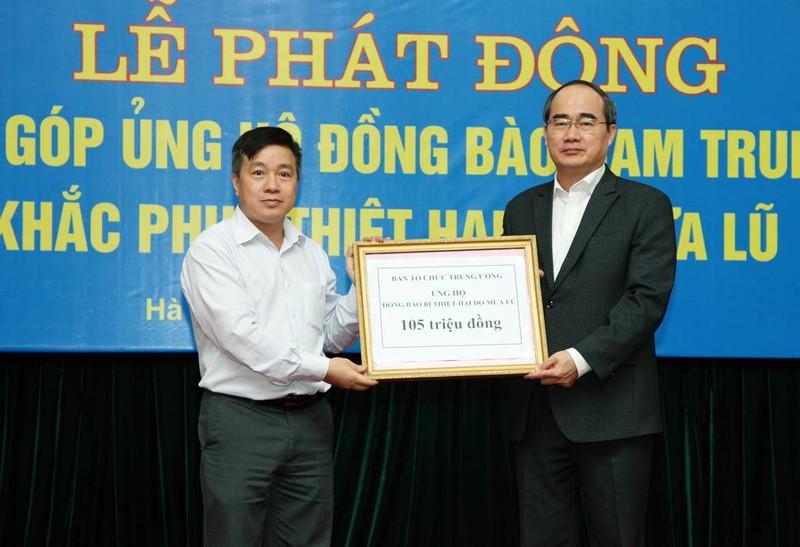 Ban Tổ chức Trung ương ủng hộ 105 triệu đồng