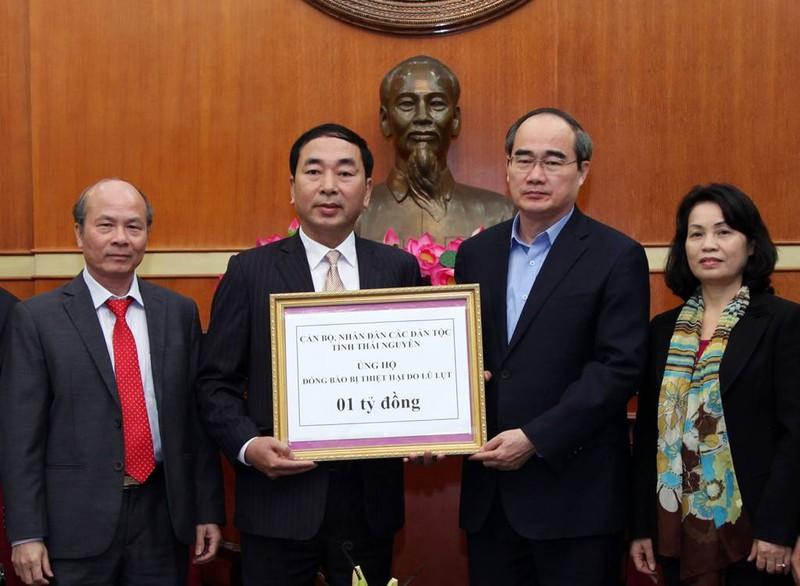 Bí thư Thái Nguyên trao 1 tỉ đồng giúp đồng bào vùng lũ - ảnh 1
