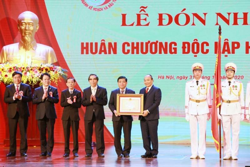 Bộ trưởng Nguyễn Chí Dũng được tặng Huân chương lao động - ảnh 1