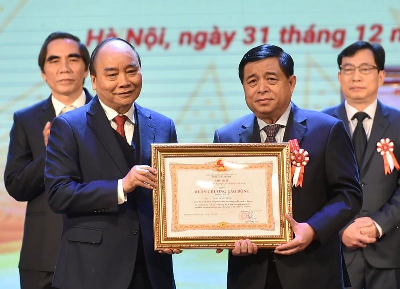 Bộ trưởng Nguyễn Chí Dũng được tặng Huân chương lao động - ảnh 2