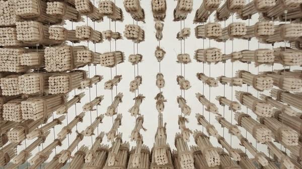 Ngỡ ngàng với chân dung Thành Long được làm từ 64.000 chiếc đũa - ảnh 3