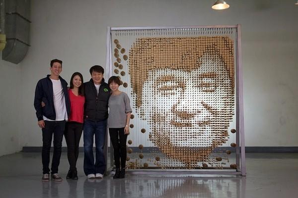 Ngỡ ngàng với chân dung Thành Long được làm từ 64.000 chiếc đũa - ảnh 5