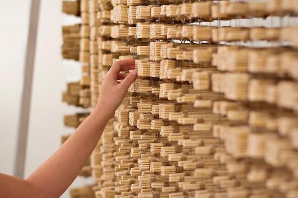 Ngỡ ngàng với chân dung Thành Long được làm từ 64.000 chiếc đũa - ảnh 10