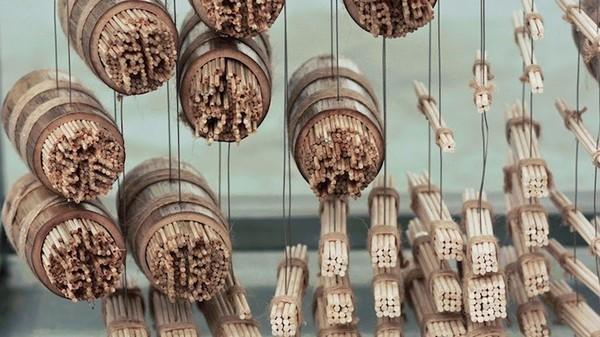 Ngỡ ngàng với chân dung Thành Long được làm từ 64.000 chiếc đũa - ảnh 13