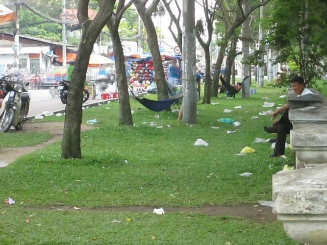 Những nhếch nhác ở một công viên - ảnh 4