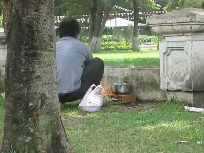 Những nhếch nhác ở một công viên - ảnh 1