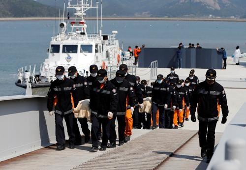 Thảm kịch chìm phà ở Hàn Quốc: Nhiều thân nhân hành khách mất tích muốn tự sát - ảnh 5