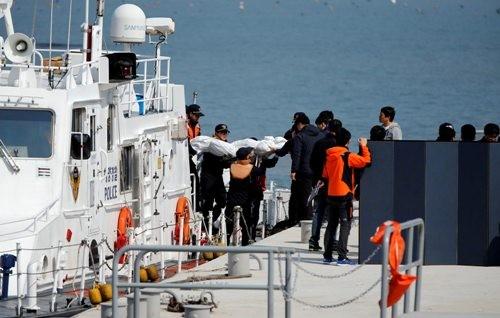 Thảm kịch chìm phà ở Hàn Quốc: Nhiều thân nhân hành khách mất tích muốn tự sát - ảnh 4