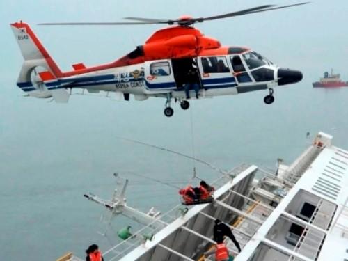 Vì sao hành khách không thể thoát thân bằng xuồng cứu sinh? - ảnh 1