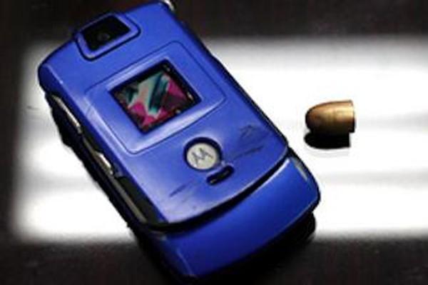 Hy hữu: những chiếc điện thoại đỡ đạn thay chủ nhân - ảnh 6