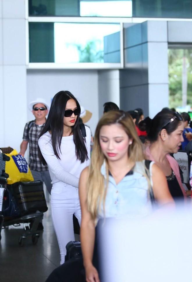 Bằng Kiều chiều chuộng bạn gái ở sân bay - ảnh 1