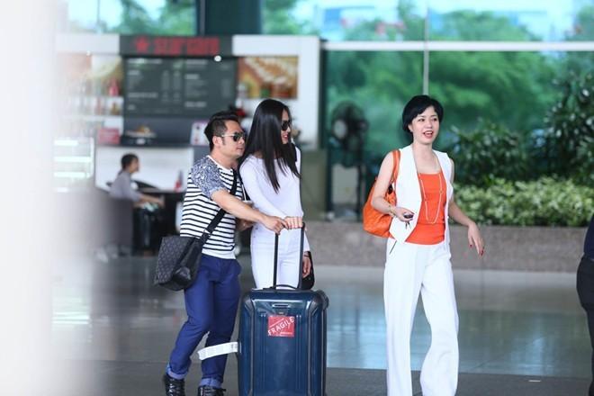 Bằng Kiều chiều chuộng bạn gái ở sân bay - ảnh 4