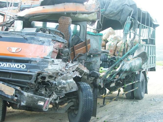 Xe khách Mai Linh đổ đèo tông xe tải, 9 người thương vong - ảnh 2