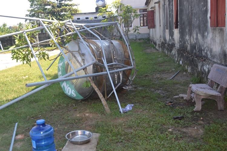 Thương tâm: Bồn chứa nước nhà trường bị sập, đè chết 2 học sinh tiểu học - ảnh 1