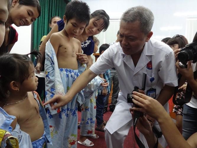 Lần đầu tiên tại VN: Phẫu thuật tim không phải cưa xương ngực  - ảnh 1