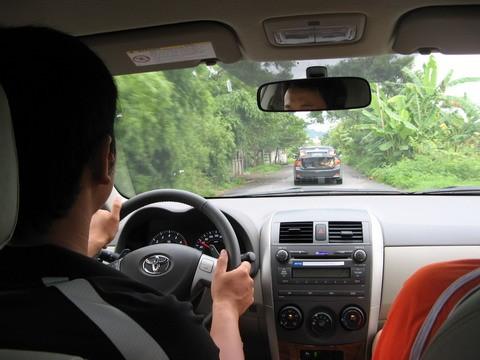 Những lỗi vi phạm điều khiển xe ô tô sẽ bị tịch thu Giấy phép lái xe - ảnh 1