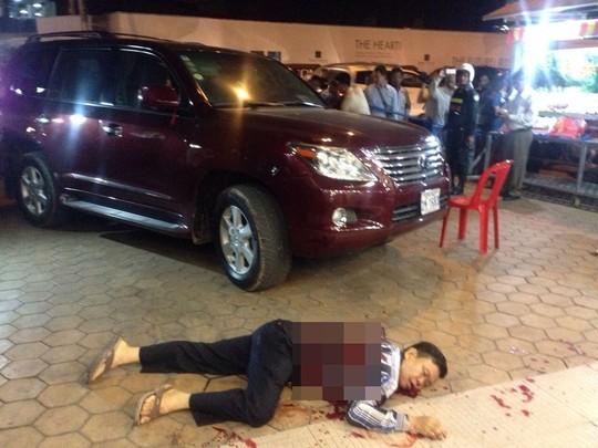 Ông Ung Meng Chue nằm chết trong vũng máu. Ảnh: Khmer Times