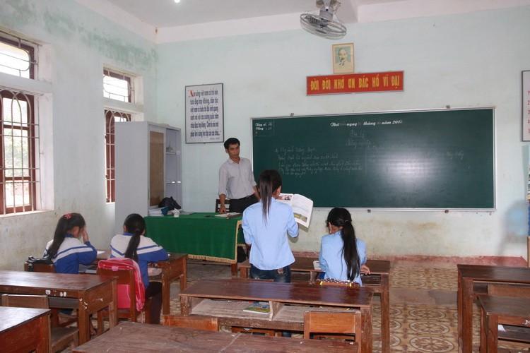 Vụ hàng trăm học sinh không đến trường: Tỉnh nhận trách nhiệm - ảnh 2