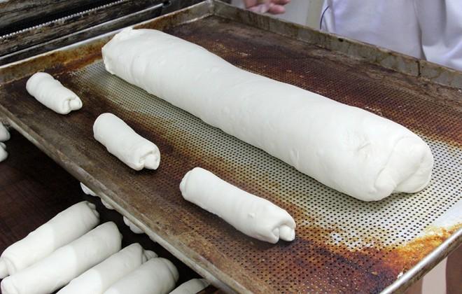 Chiêm ngưỡng ổ bánh mì nặng gần 2 kg giá 70.000 đồng ở Sài Gòn - ảnh 6