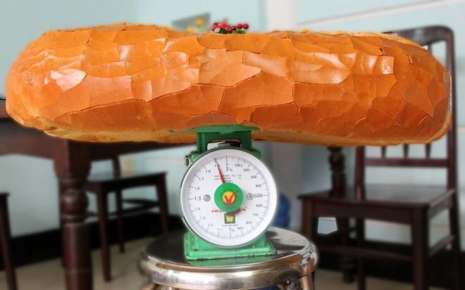 Chiêm ngưỡng ổ bánh mì nặng gần 2 kg giá 70.000 đồng ở Sài Gòn - ảnh 10