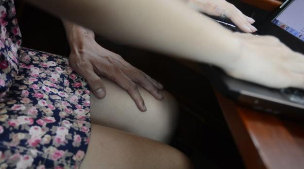 1001 chuyện quấy rối tình dục nơi công sở - ảnh 2
