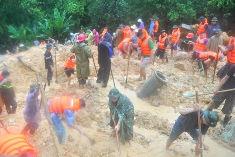 Thủ tướng yêu cầu khẩn trương khắc phục hậu quả mưa lũ - ảnh 1