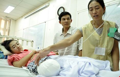Gia đình nữ sinh bị cưa chân yêu cầu bồi thường 1 tỉ đồng - ảnh 1