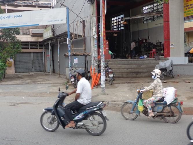 Chùm ảnh: Hồi hộp nhà trồi, sụt sau nâng đường - ảnh 8