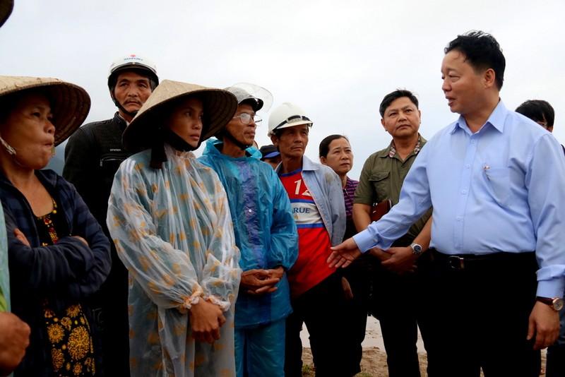 Bộ trưởng Bộ TNMT đã động viên chia sẻ cùng bà con vùng lũ Đại Lộc