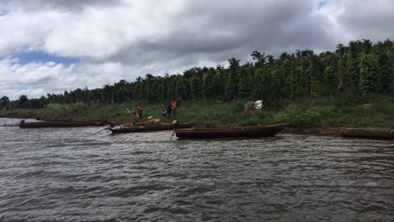 Lật thuyền trên hồ thủy điện, 1 gia đình mất tích - ảnh 2