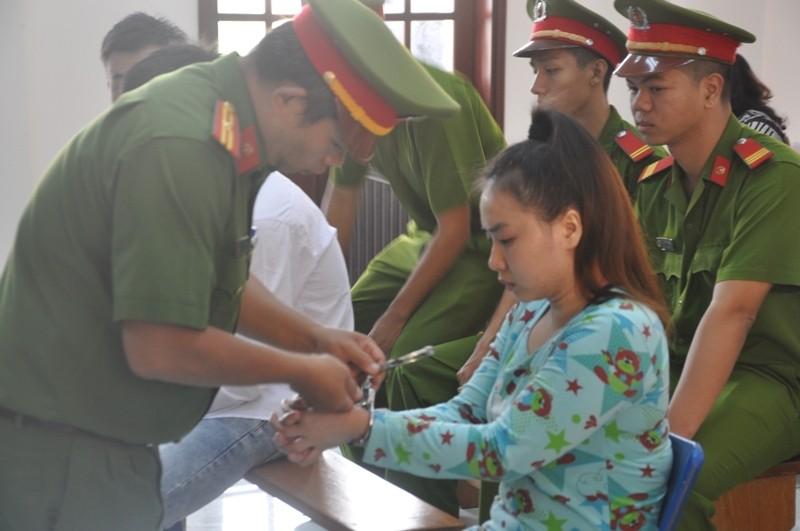 Nữ sinh bị tạt acid từ chối nhận tiền của nữ thủ phạm - ảnh 3