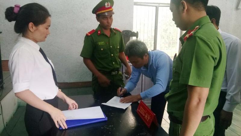 Phó chánh án nhận hối lộ chỉ bị phạt 12 tháng tù - ảnh 1
