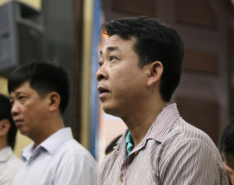 Bị cáo Hùng đang nghe tuyên án