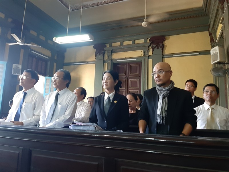 Đang xử vụ ly hôn của vợ chồng ông Đặng Lê Nguyên Vũ - ảnh 1