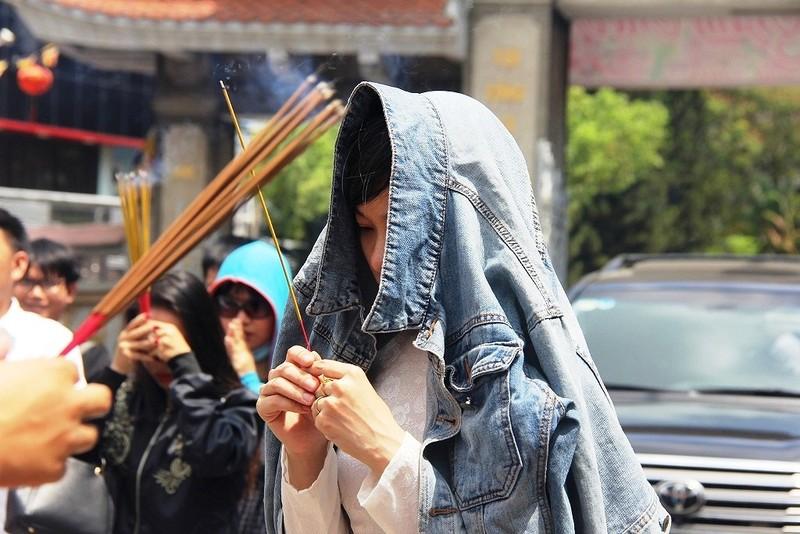 Dân nô nức đi chùa vào Tết Nguyên Tiêu - ảnh 5
