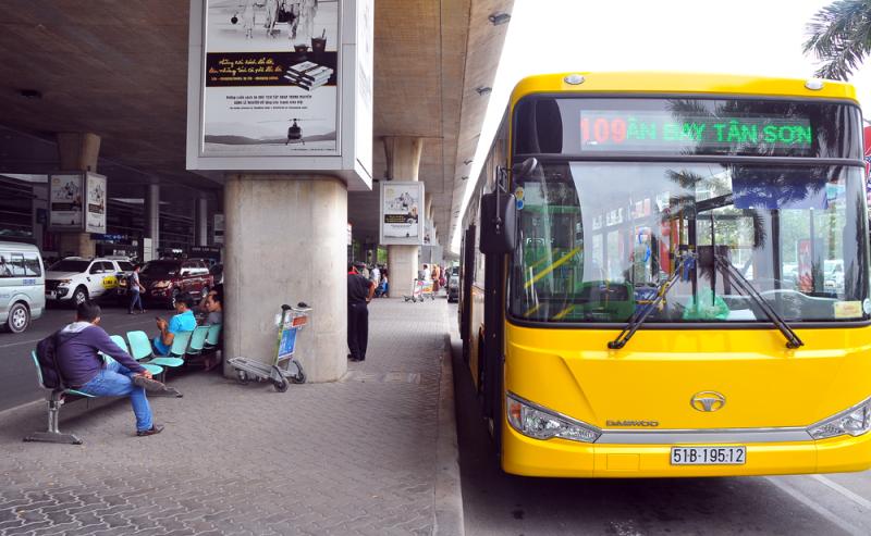 Lễ 30-4, hành khách được đi xe buýt miễn phí - ảnh 1