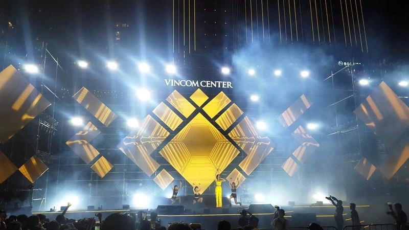 Hàng ngàn người tham gia khai trương Vincom Center Landmark 81 - ảnh 8