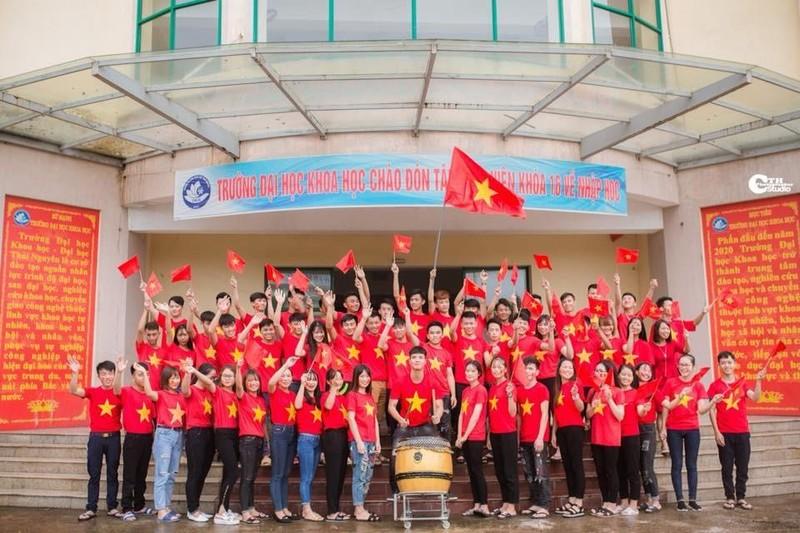 Người hâm mộ nghĩ đủ kiểu cổ vũ Olympic Việt Nam - ảnh 1