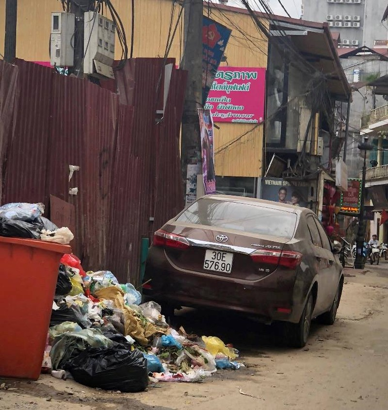 Dân địa phương 'tố' du khách xả rác bẩn Sa Pa - ảnh 2